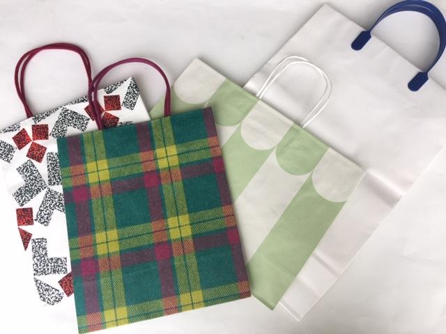 紙袋各種はリサイクル品を使用